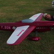 Petite vérification des servos d'ailerons entre 2 vols.