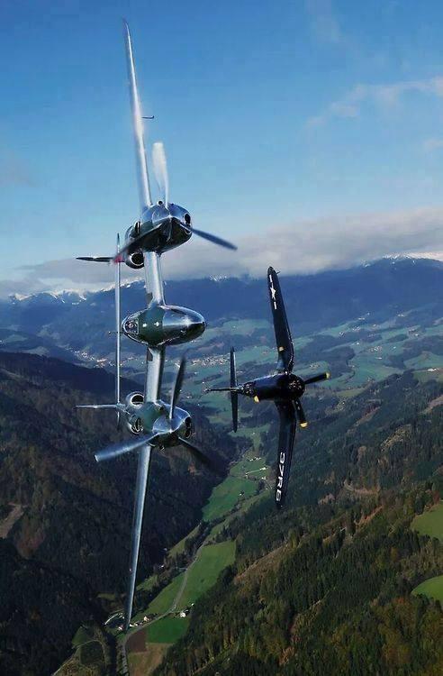 P 38 - Corsair red Bull