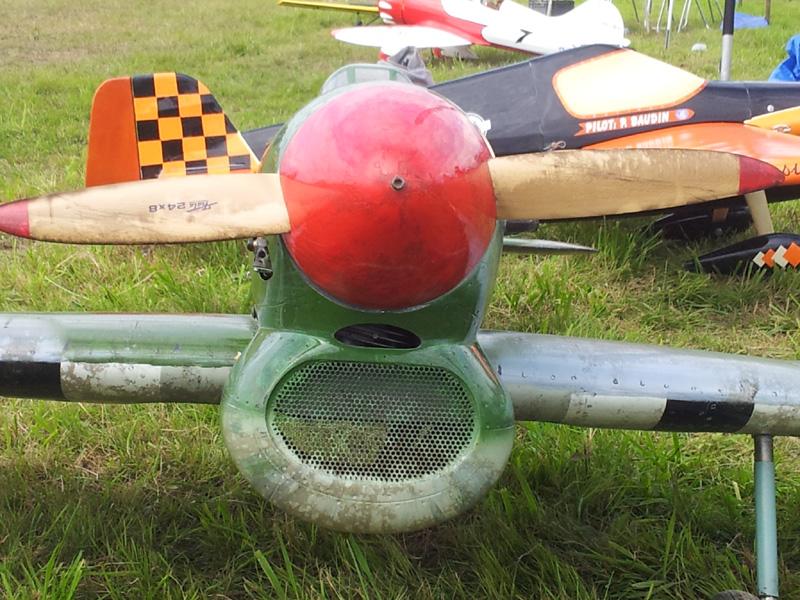 Cone , hélice , entrée d'air couvert de sui