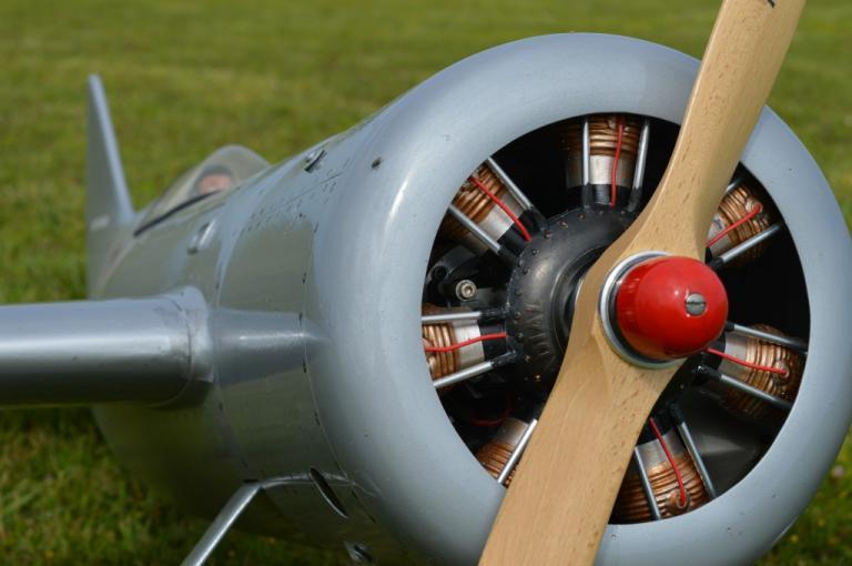 Le Faux moteur en étoile ( made in ... Ronk Aviation  Résine )