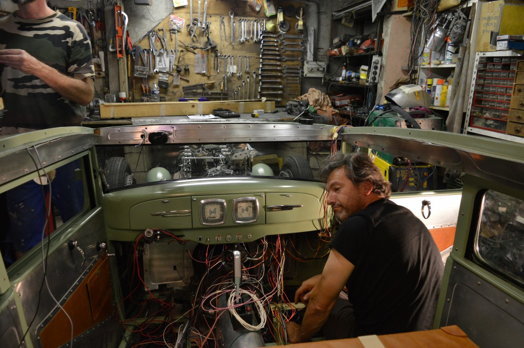 Didier Leperoux avance sur le faisseau  elèctrique