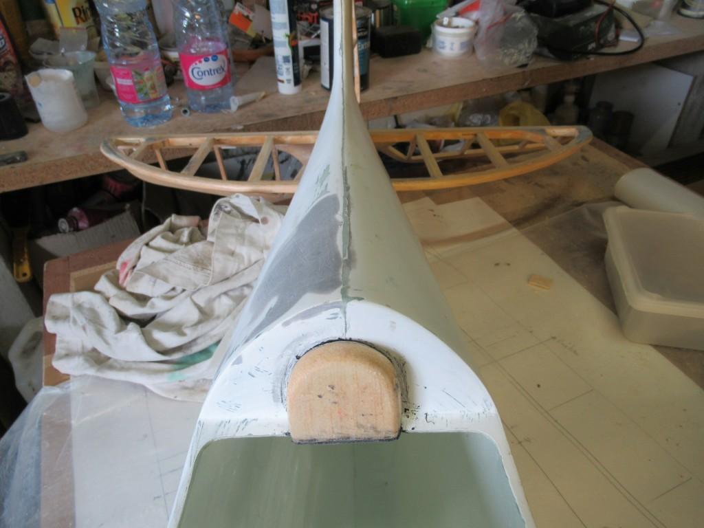 Découpe du poste de pilotage et mise en place de l'appuit tete du pilote