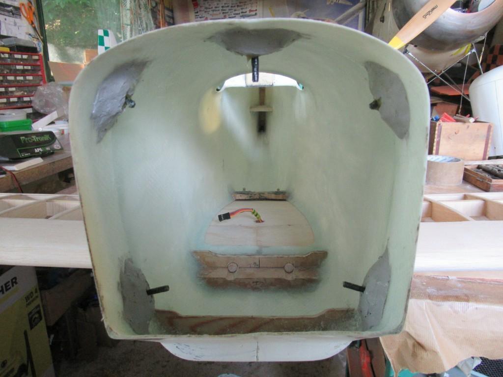 Aile basse en place , collage au MS9 des Ecrous griffes  M4  de fixations du capot moteur