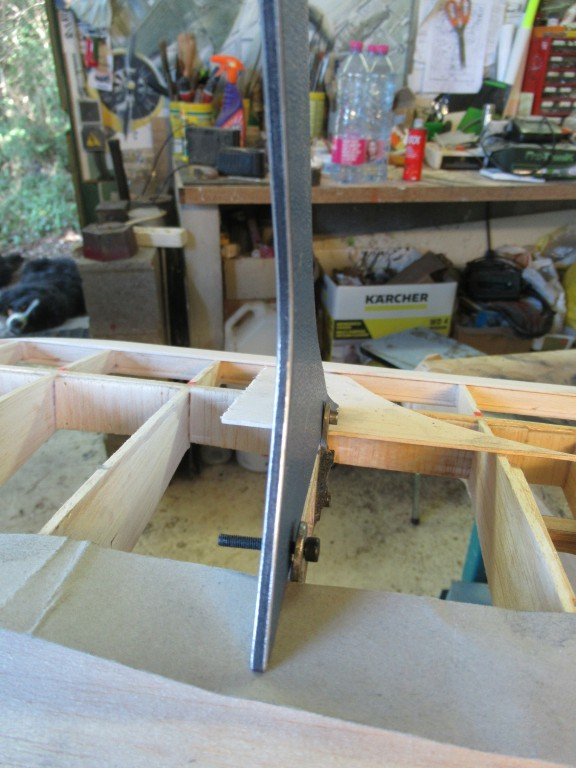 Détail du matériau employé  pour les mats  d'ailes