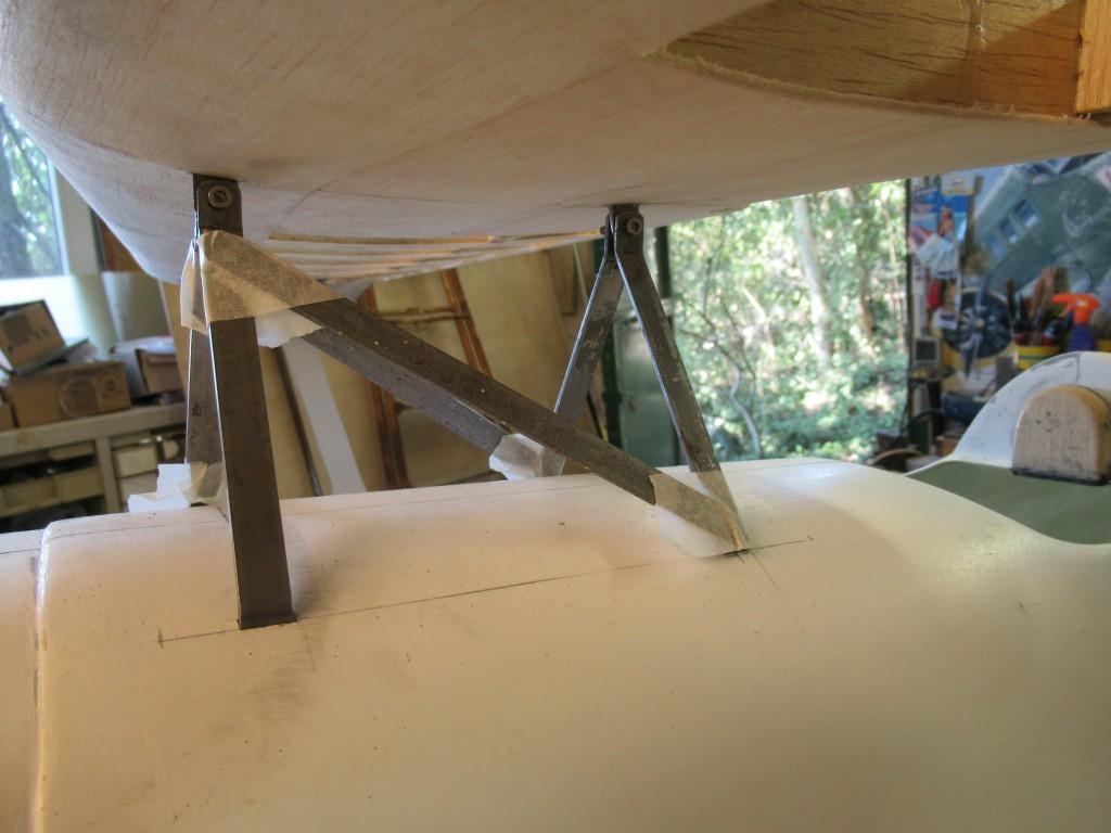 Fabrication de la cabane ..Plat acier 10 x 2
