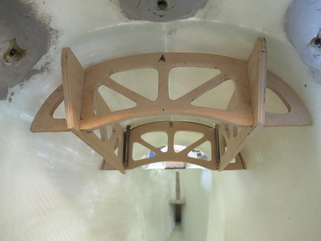 En place et en attente de collage , L'armature en  CTP aviation  ep 4mm est faite .