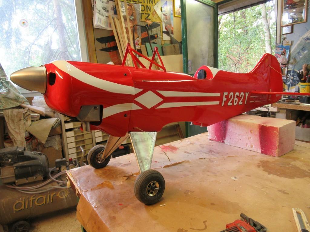 Peinture du fuselage  après avoir ajusté toutes  les ouvertures du capot moteur