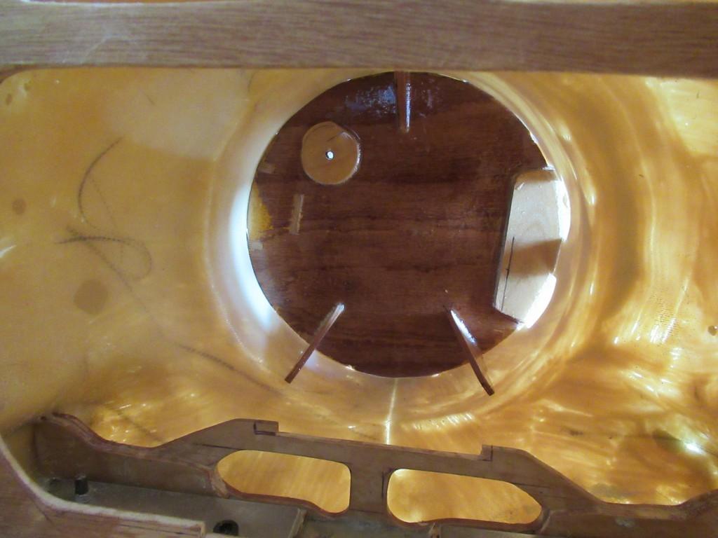 Couple moteur à  fixer  à la résine , vue de l'intérieur du fuselage