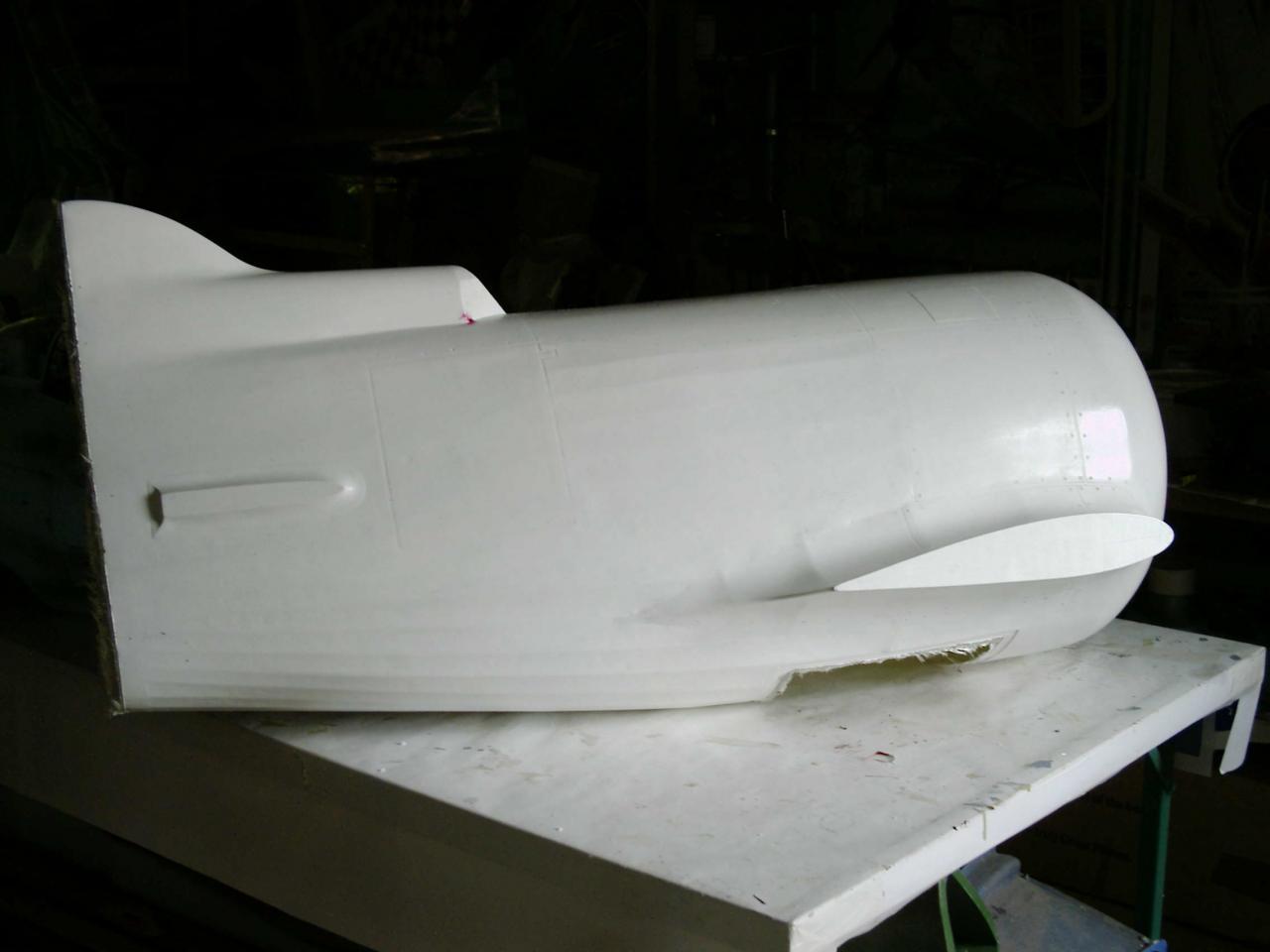 Pour le Gee Bee R1 / R2 _ 2 capots moteur différent ont été  réalisés en fibre