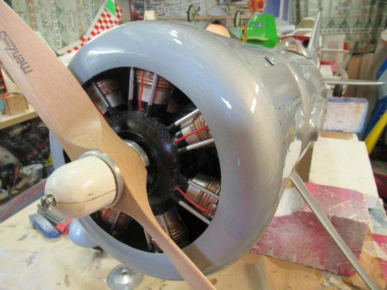 """mise en place du Faux moteur en étoile  origine - """" Ronk Aviation Résine """""""