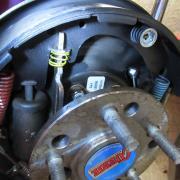 détail  sur tambour de frein arrière
