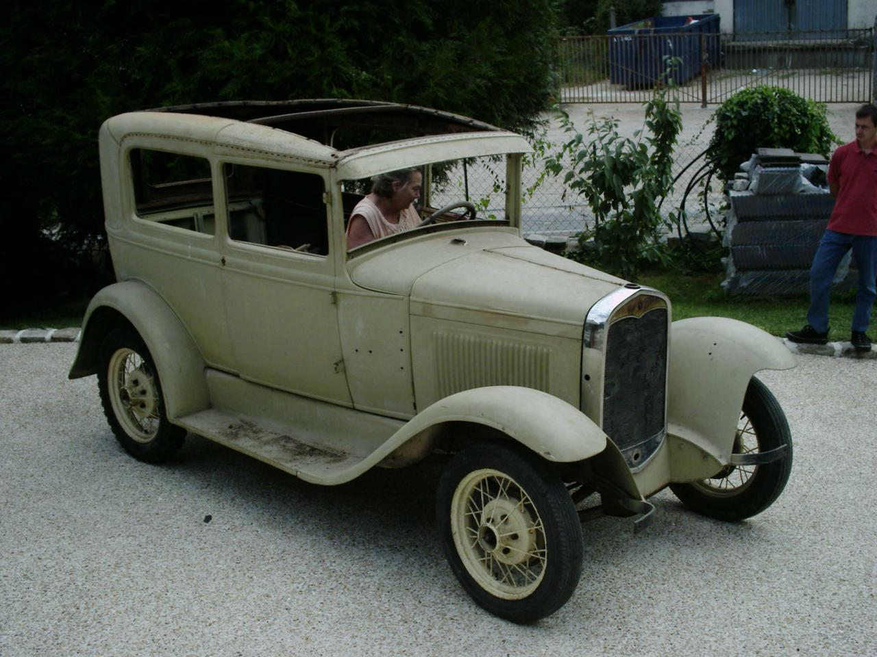 "La Base - Ford A 1931 type "" commercial"""
