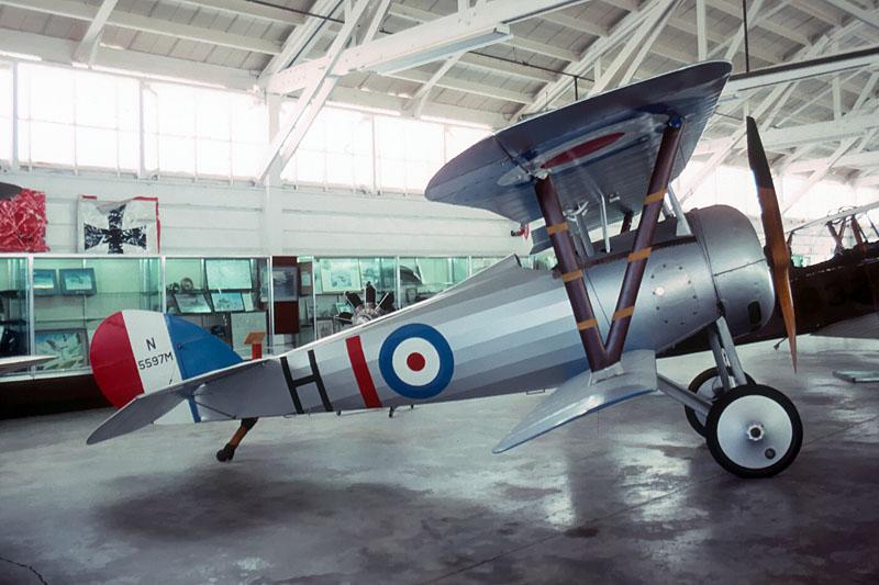 N 24 ( les longerons du fuselage rond filent jusqu'au stabilisateur )