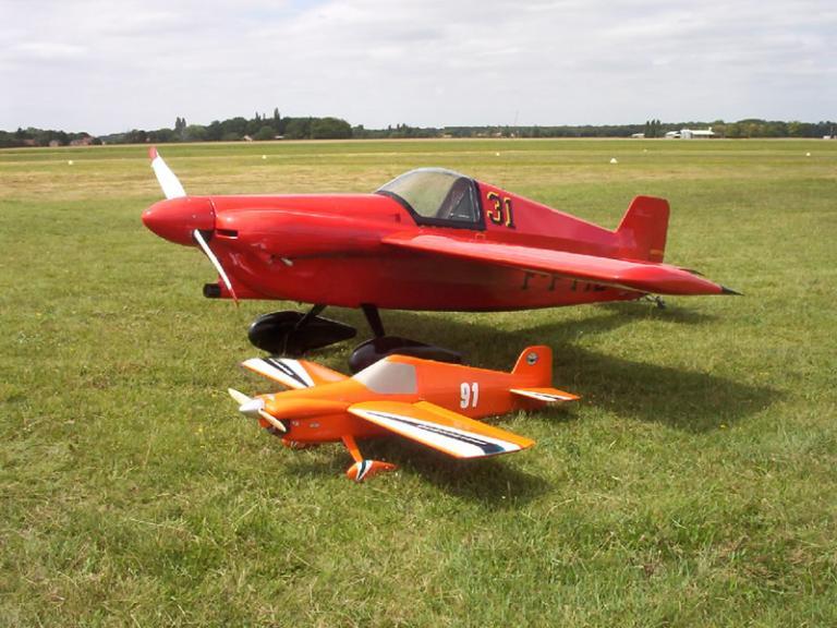 Envergure 4,54  & 1,90m ( aérodrome de Montargis  45 )